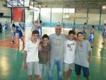 Coach Serpico con alcuni cestiti puteolani venuti a tifare Virtus.