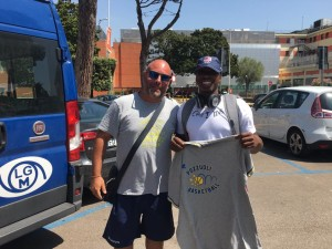 Barry Stevens, arrivato oggi a Pozzuoli, con coach Mauro Serpico