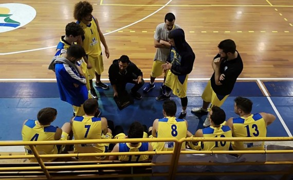 Un time out dell'under 16 guidata da coach Ferrario